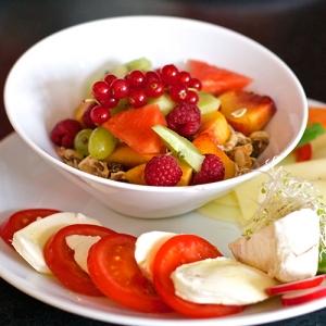 Schale mit Früchten